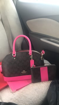 black and pink Coach leather tote bag Kearneysville, 25430