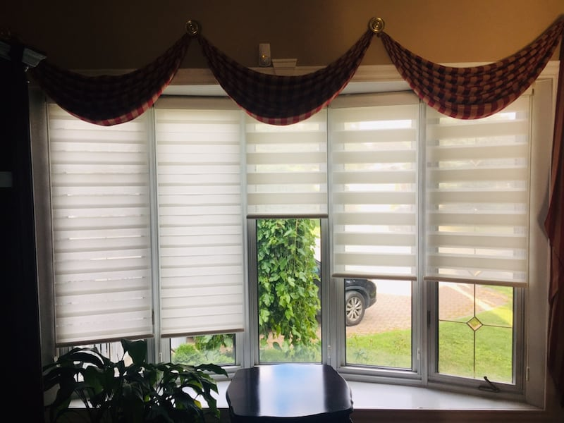 Valance & blinds - excellent condition d142b388-9899-4bf0-8b4e-21d73112b103