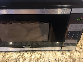 Oster Model OGYU701 Microwave Oven, working fine