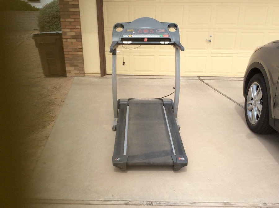 grey and  black treadmill - Mesa