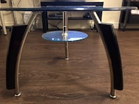2 tier glass top coffee table St Catharines, L2M 3S5