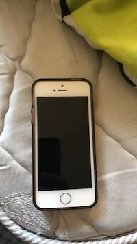 Good iPhone SE with clear case Abbotsford, V2T