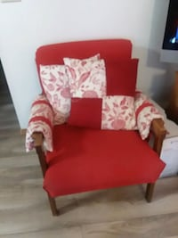 red and white floral chair Council Bluffs, 51501