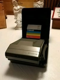 Polaroid one step camera with case
