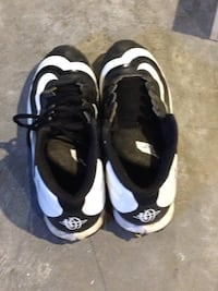 Size 5 black-and-white cleats  Andalusia, 61232