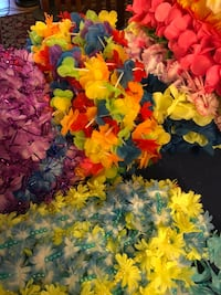 89 brand new leis selling for 45.00. Selling each one at .50 cents but you can buy by bundles of 10, 15, 20 etc Alamo, 78516