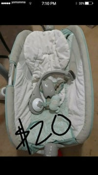 baby's white and gray bouncer Wildomar, 92595