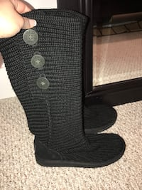 Size 7 UGG Classic Cardy boot basically brand new and never worn outside!! Worth $190 brand new.