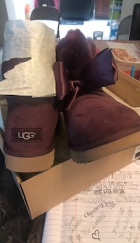 black and white UGG boots Oxon Hill, 20745