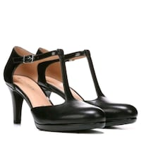 Naturalizer shoes  Mississauga, L4W 2Y1