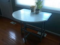 Vintage drop-leaf table for a small place Centreville, 20121