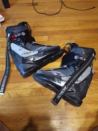 black-and-gray snowboard boots Toronto, M6M 4T6