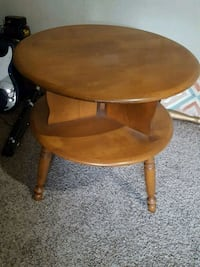 round brown wooden side table Lynnwood, 98037