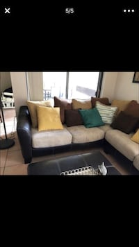 Gray and black sectional couch Miami, 33187