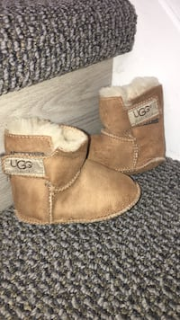Baby UGG slippers size L(12-24mnths)barely used London, N5W 6E3