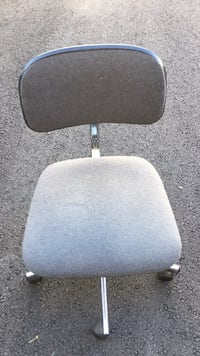 Gray and black rolling chair 阿什本, 20148