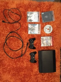 PS3 console, HDMI cable, power cable, 1 PS3 controller(DualShock 3)and 5 games. If you don't want one of the items included just tell me and I'll take it out and lower the price. Aurora, L4G