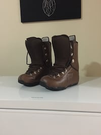 pair of brown snowboard boots New Westminster