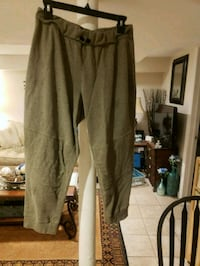 women's army green capris size XLG West Babylon, 11704