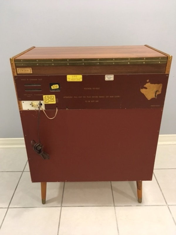 Vintage 1960's Record player and radio - working great 2f984772-a667-479a-949f-30d2a6ceb59c