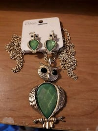 Green owl necklace and earring set Edmonton, T5S 2B4