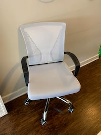 Selling white and black desk chair  Rockville, 20852