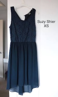 women's blue Suzy Shier sleeveless dress