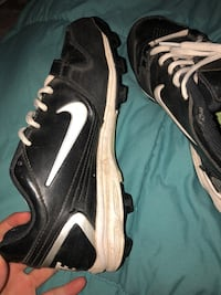 Black-and-white nike cleats Zillah, 98953