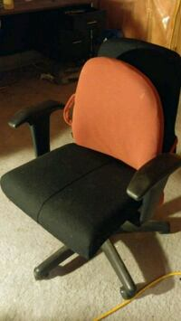 Black padded rolling office chair Ajax, L1S 5X7
