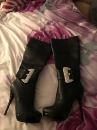 pair of black leather heeled boots Vienna, 22180