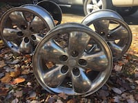chrome 5-spoke car wheel set Beltsville, 20705