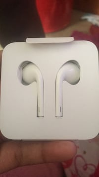 Brandnew White apple headphones  Capitol Heights, 20743