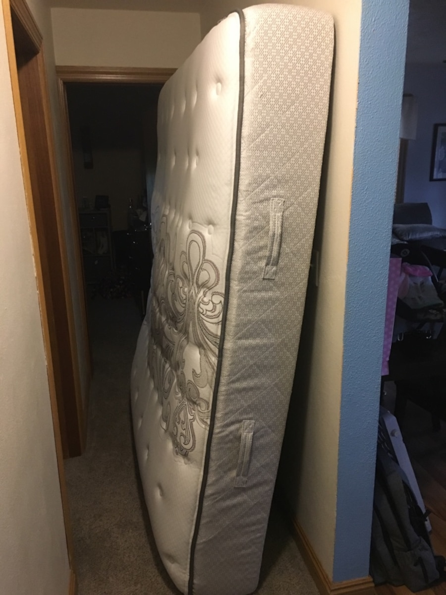Anderson lane Plush Queen Mattress set in Sioux Falls - letgo