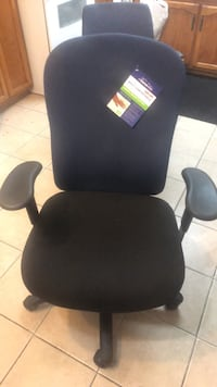 Black et bleu padded office rolling chair Montreal, H1G 2X9