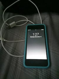 iPod touch 32gb with blue case and charger