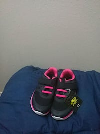 black-and-pink Nike running shoes Tigard, 97223
