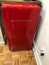 Daewoo FR-044RCNW Retro Compact Refrigerator 4.4 Cu. Ft. | Red