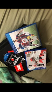 two PS4 game cases and one game disc Los Angeles, 90033