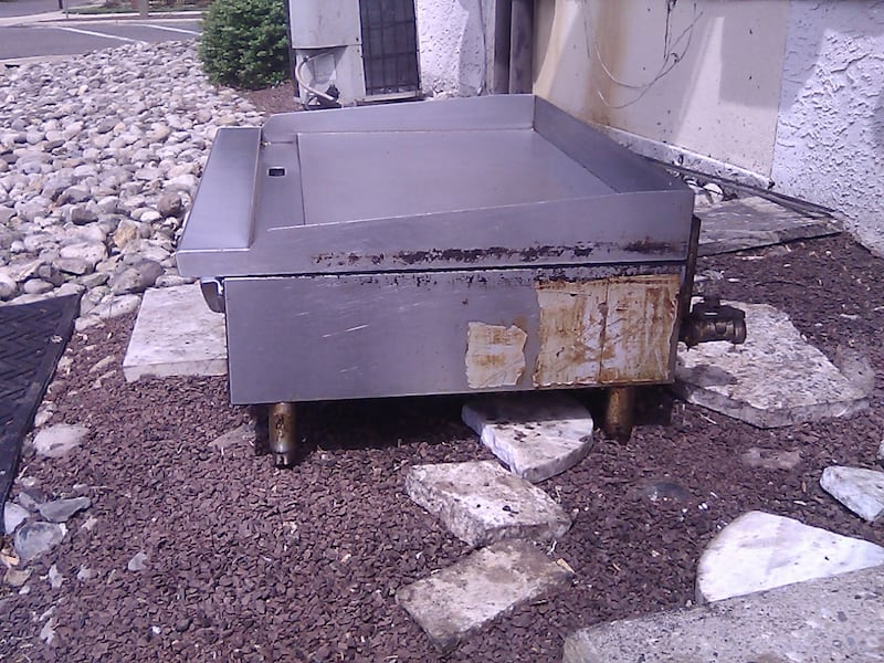 Pizza grill  a9be588b-baad-483a-8bac-91453c80369c