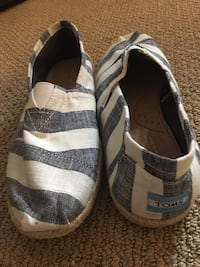 Men's Sz 9 Toms Loafers