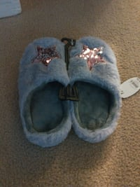 Womans slippers size 7/8