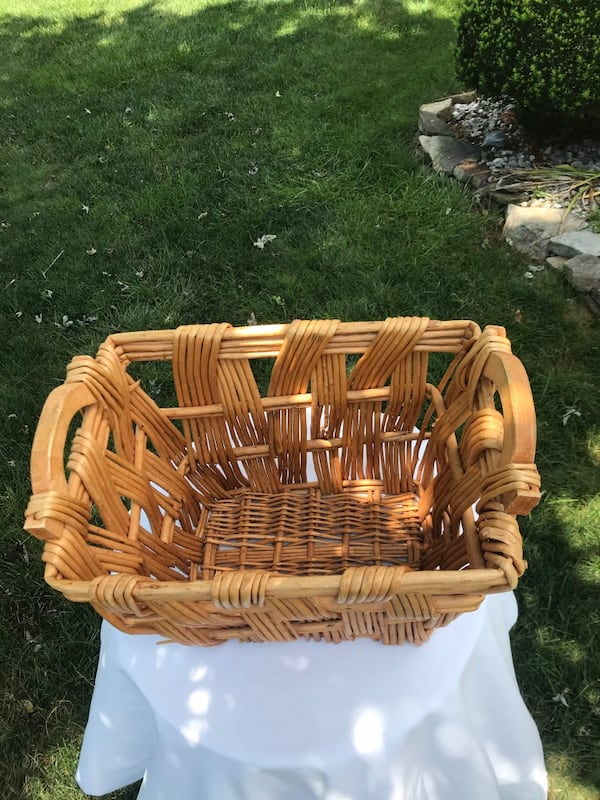 Wicker basket 107b5209-cecc-4b11-8fe0-a30554d0f4f8