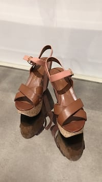 Brown wedges size 7 and a half Vaughan, L4K 5G8