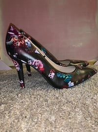GUESS Floral Pointed Toe Heel Size 11M. Laurel, 20707