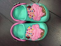 Toddler's pair of green and pink shoes Торонто, M9W 0C6