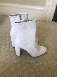 pair of white leather side-zip chunky heeled booties 3154 km