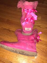 Size 5 uggs fit women's 6-7 Montgomery, 12549