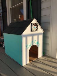 Dog house for a small dog Leesburg, 20176