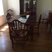 Dining room table and chairs Cromwell, 06416