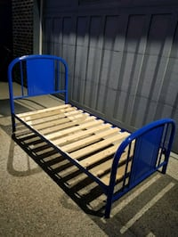 SINGLE/TWIN METAL BED FRAME *WITH WOODEN SLATS!*